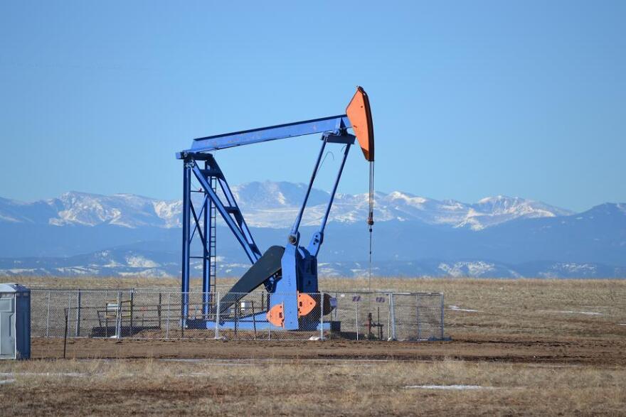 Front_Range_Oil_Rig.JPG
