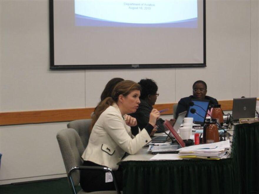 Angela Hunt at council briefing.jpg
