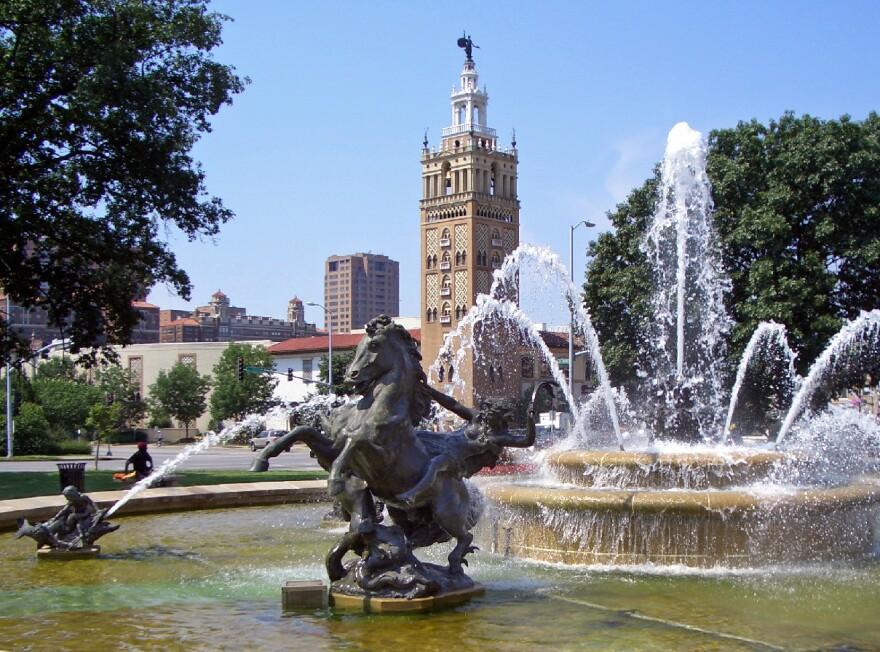 JC_Nichols_Fountain_by_Henri-Léon_Gréber_Kansas_City_0.jpg