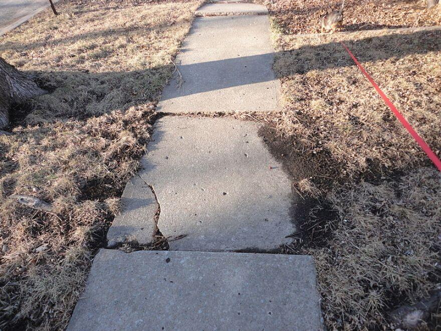 Sidewalks_USA_Kansas_DouglasCo_Lawrence_Bellecrest_Dr_6.JPG