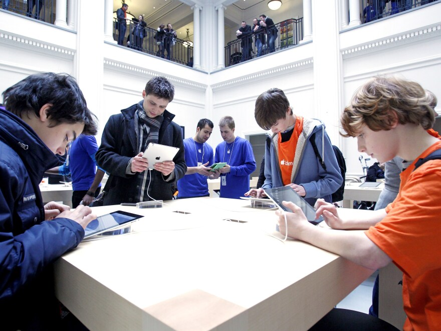 Amsterdam's Leidseplein Apple Store was evacuated on Sunday after an iPad battery exploded, according to local media reports.