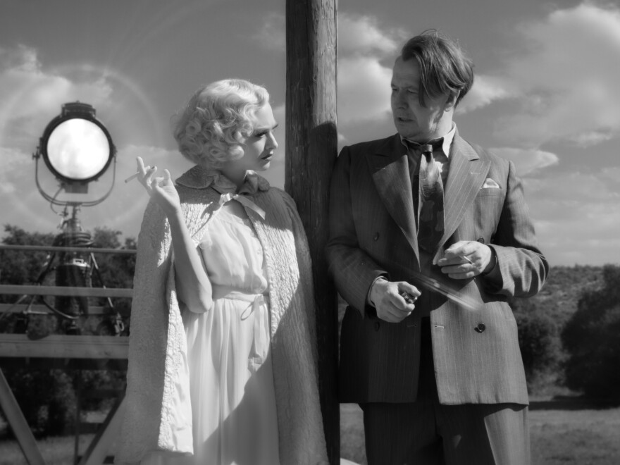 Amanda Seyfried as Marion Davies and Gary Oldman as Herman Mankiewicz in David Fincher's impressive <em>Mank.</em>