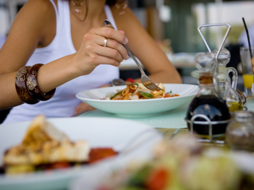 Eating slowly is one way to avoid overeating while dining out, a study found.