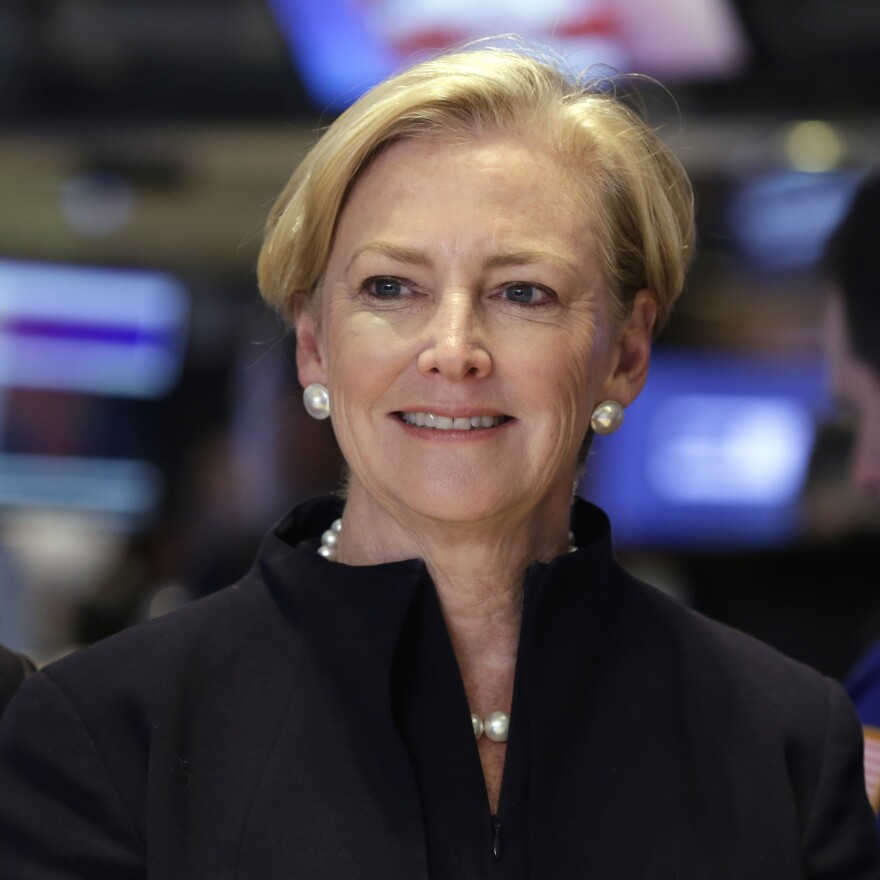 Amid falling stock prices, outgoing chairwoman and CEO of DuPont Ellen Kullman says it's time for a new leader.