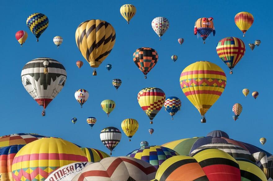hot-air-balloons-1867279_1920.jpg