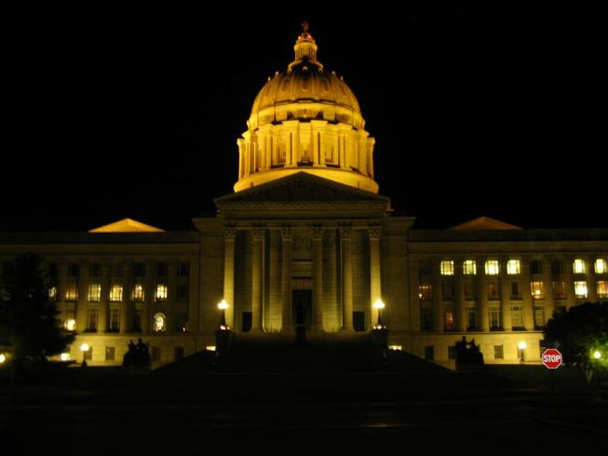 Capitol_at_night_0.jpg