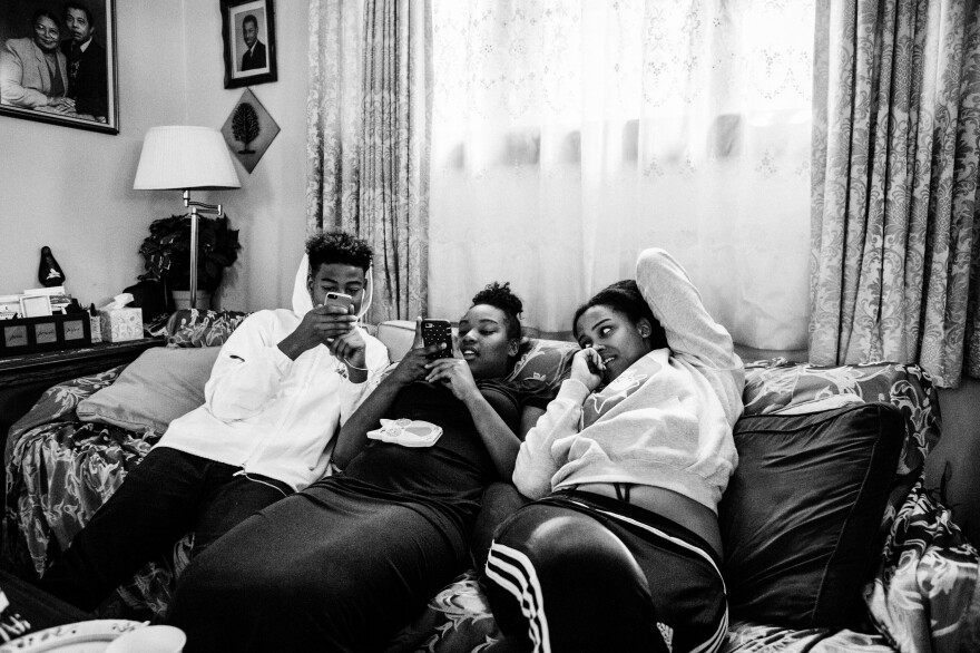 Dasani Watkins relaxes with her siblings Devon Marshall and Elizabeth Marshall in 2017.