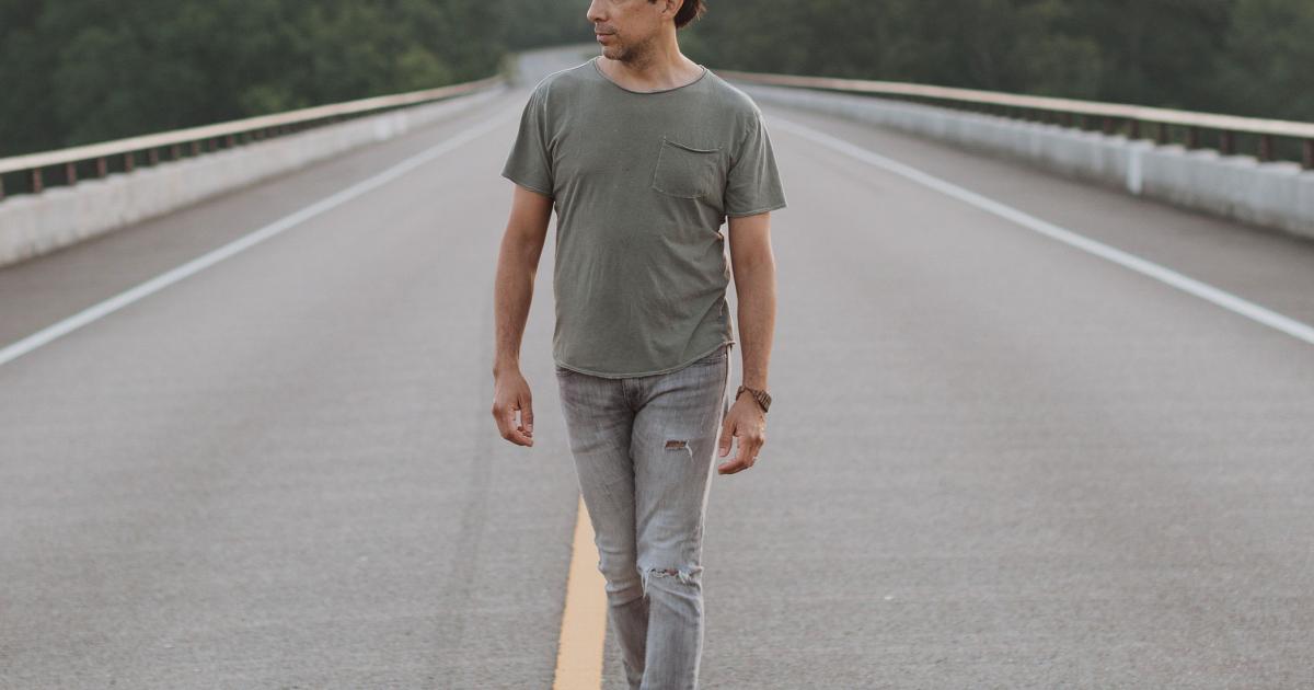 Rock Singer Javier Mendoza Brings His Bilingual Art Back To St. Louis As 'Hobo Cane'