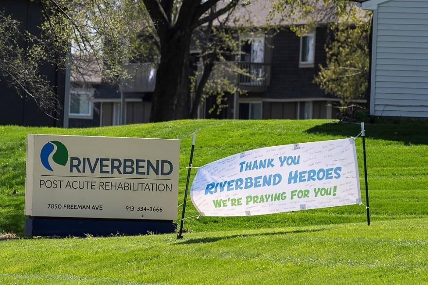 040920_Riverbend sign_heroes banner2_Julie Denesha.jpg