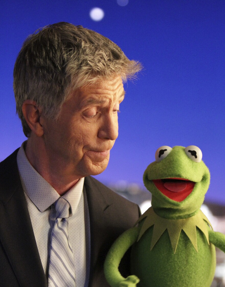 Tom Bergeron goofs around amiably with Kermit The Frog on the first episode of ABC's new <em>The Muppets</em>, premiering Tuesday night.