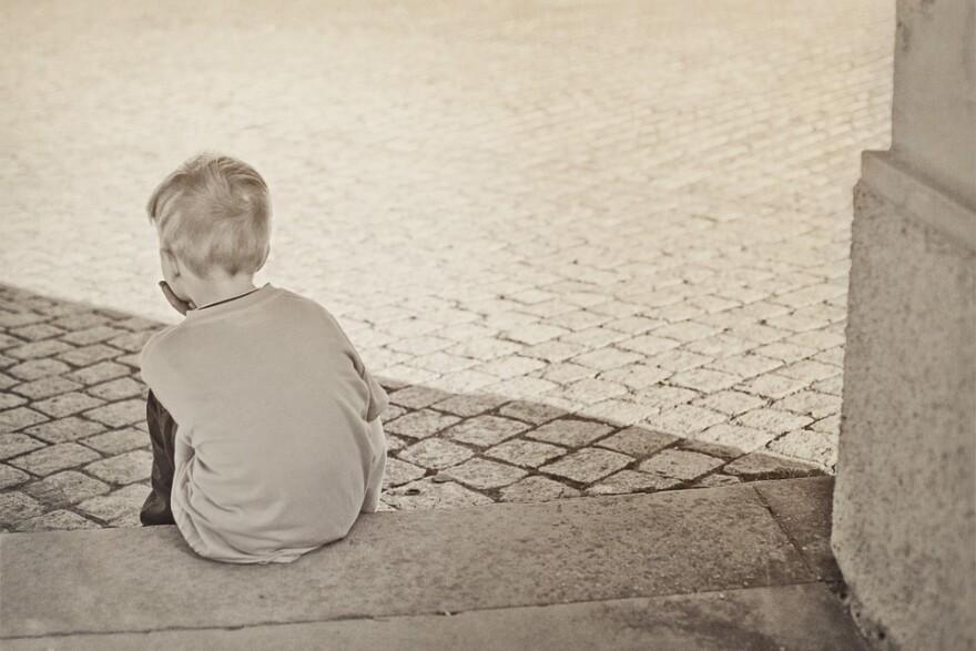 child_alone_casa_foster.jpg