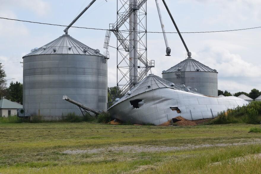080819-hamburg-collapsed-grain-bin