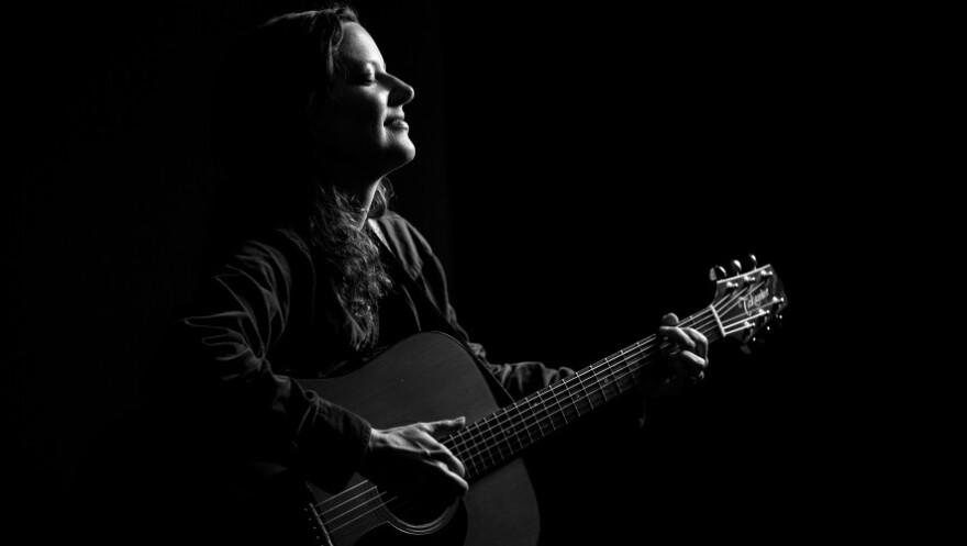 Kasey-Rausch-Guitar-Hi-Res-Paul-Andrews-Photography1-885x500.jpg