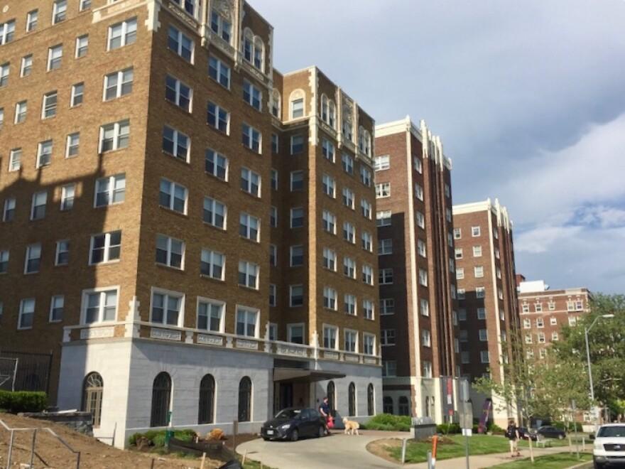 060518_kc_armour-apartments_kevin_collison_0.jpg