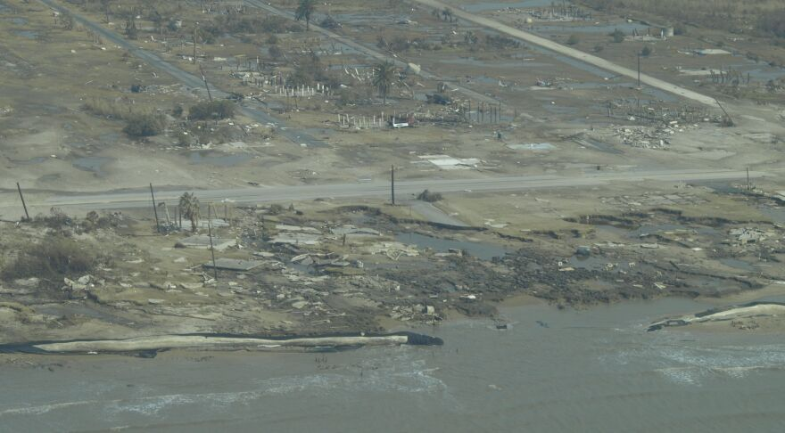 Galveston_Flyover_After_Ike_104.jpg