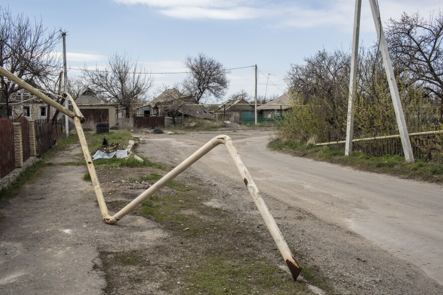 A gas pipe in Spartak was destroyed by shelling.