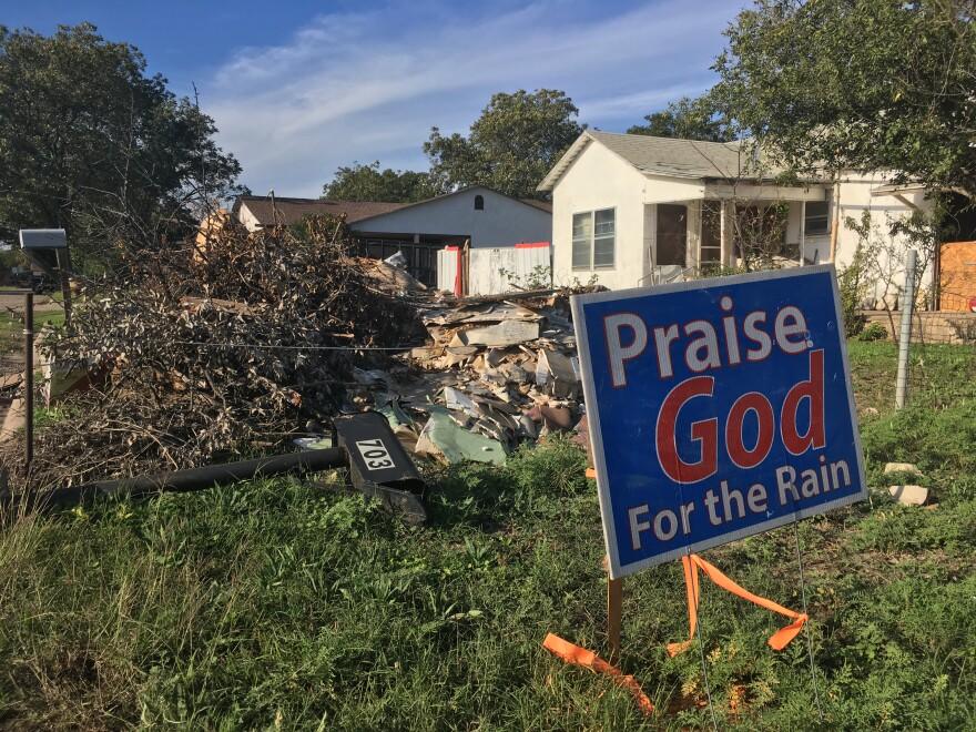 praise_god_sign_and_debris.JPG