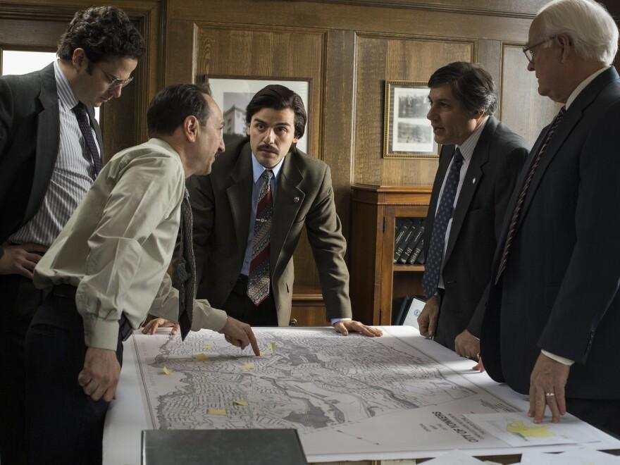 New York City leaders (played by Saverio Guerra, Luke Kirby, Oscar Isaac, Jim Bracchitta and John Henry Cox) discuss public housing in <em>Show Me a Hero</em>.