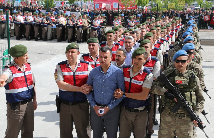 Arrested soldiers accused of involvement in the July 2016 attempted coup in Turkey are accompanied by Turkish soldiers to a court inside the Sincan prison near Ankara, on May 22, 2017. More than 220 suspects, including over two dozen former Turkish generals, went on trial that day for allegedly being among the ringleaders of the attempted overthrow of President Recep Tayyip Erdogan.