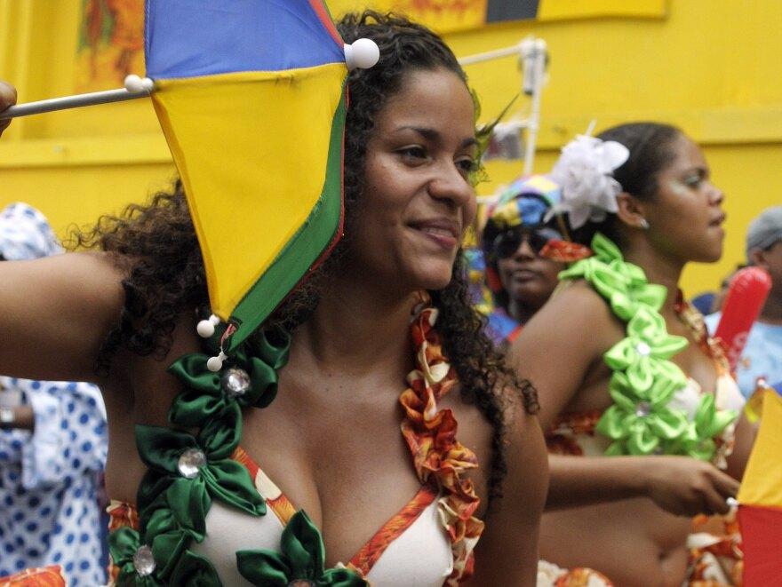 Colorful umbrellas long ago replaced concealed knives during <em>frevo</em> parades.