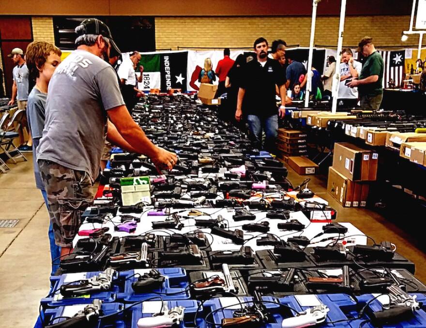 gun-show-fort-worth.jpg