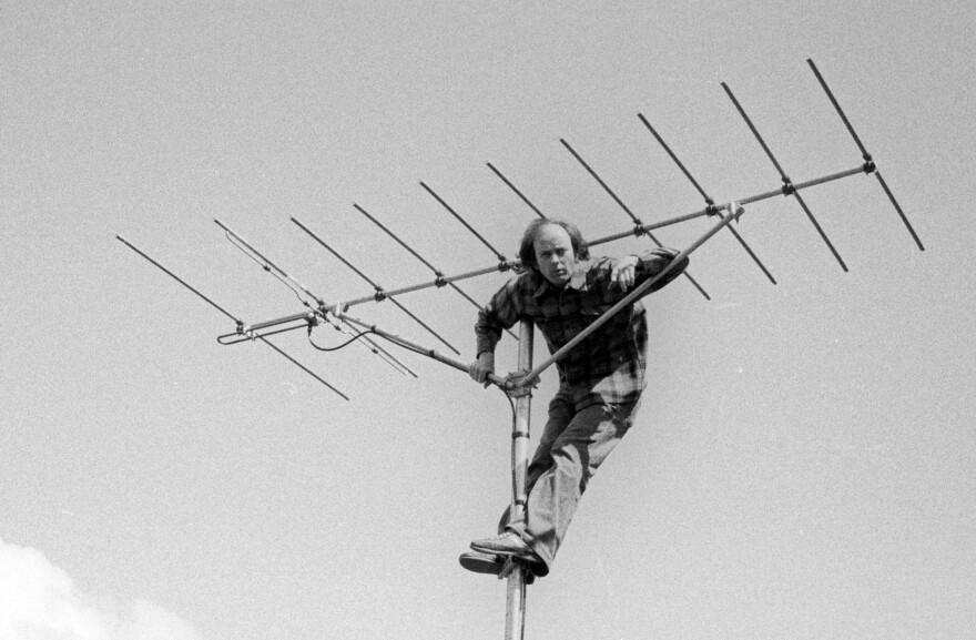 antenna_man.jpg