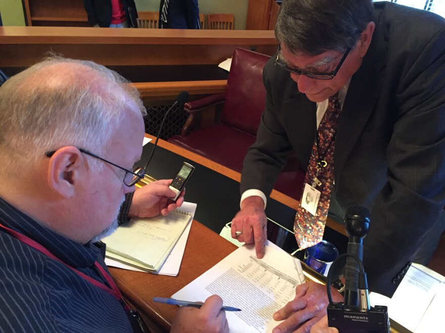 then-Sen. Bill Seitz (R-Cincinnati) walks journalists through the latest changes to a bill that rolled back clean energy mandates in 2016.