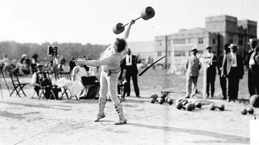 <strong>Who needs two hands?</strong> At the 1904 Olympics in St. Louis, the events included All Around Dumbell, which comprised 10 one- and two-handed lifts.
