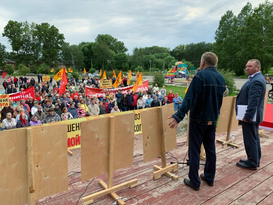 """Mikhail Kazinets, who runs a local factory, addressed the crowd. """"If they haven't been able to solve problems like garbage removal or utilities in 20 years, then what problems can they solve?"""" he said about Russia's leaders."""