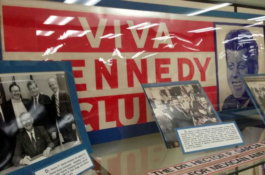 Viva Kennedy campaign buttons and sign