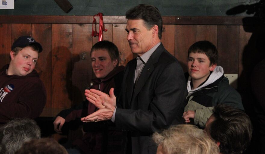 Perry_and_supporters_in_Waverly,_IA_123011_by_Ben_Philpott_CROP.jpg