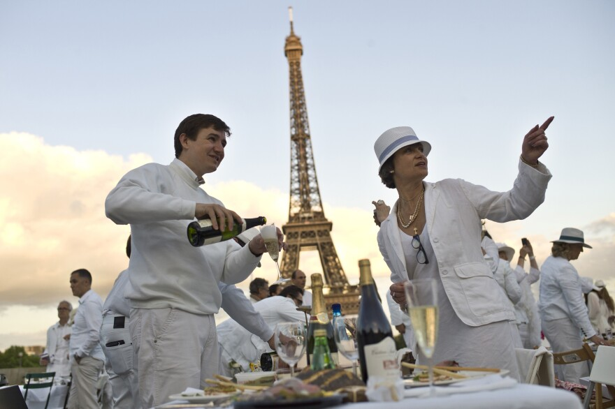 Diner en Blanc began in Paris 25 years ago. This year, Paris hosted the event in the Trocadero gardens, in front of the Eiffel Tower.