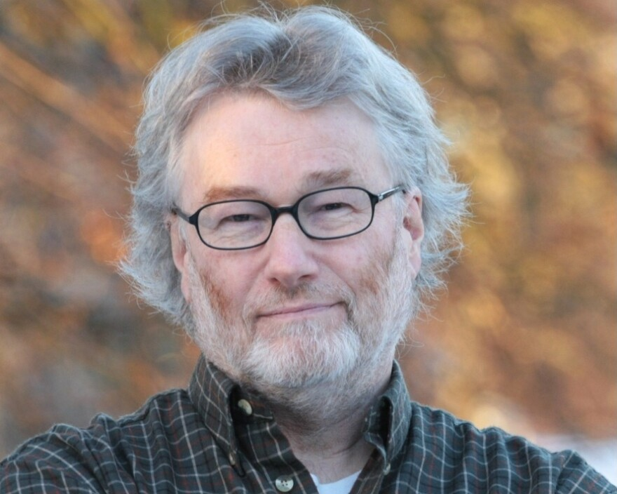 Scottish novelist Iain Banks wrote science fiction under the name Iain M. Banks, and mainstream fiction under the name Iain Banks.