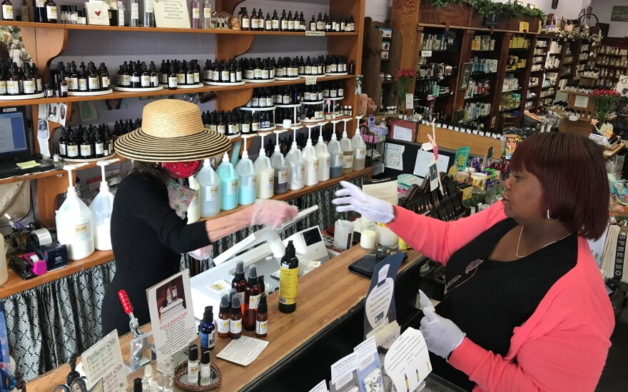 050620_Perfect Scents opens for business_owner Nancy Pell_Jerelyn Cooper_right_Carlos Moreno.jpg