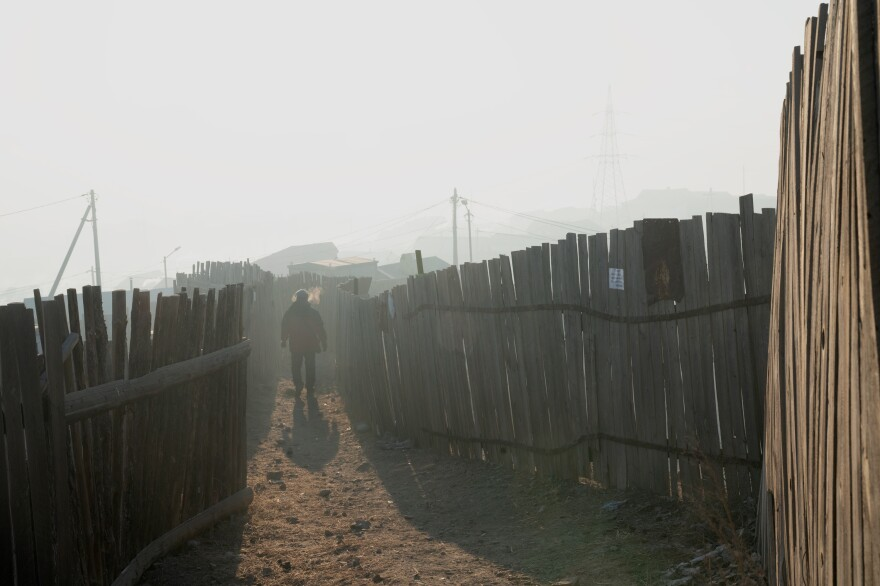 The <em>ger</em> district<strong> </strong>is unplanned, lacking basic infrastructure.<strong> </strong>One-third of households live below the poverty line. The sign affixed to the fence says the family is willing to purchase a low-emission stove.