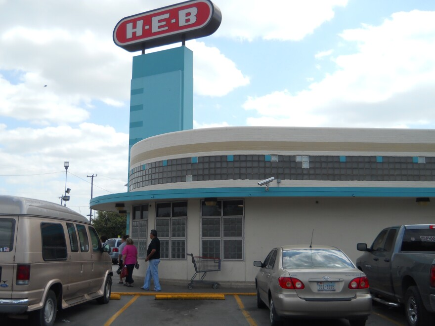 HEB_NOGALITOS_OLDEST_STORE_ART_DECO_WALL.JPG