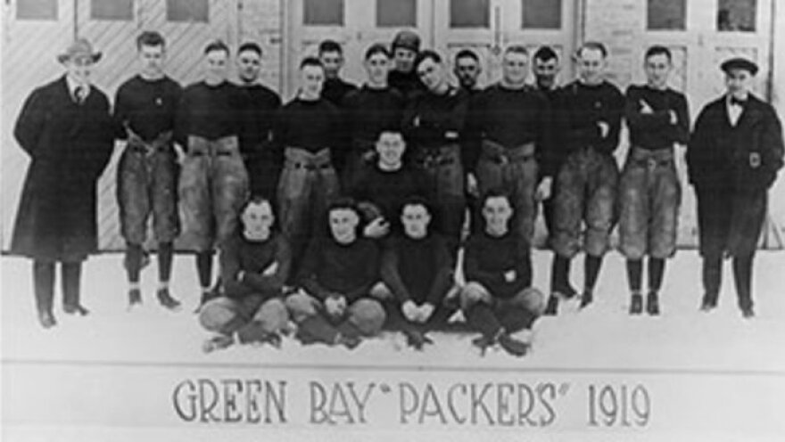 Photo of the inaugural team of the Green Bay Packers, 1919.
