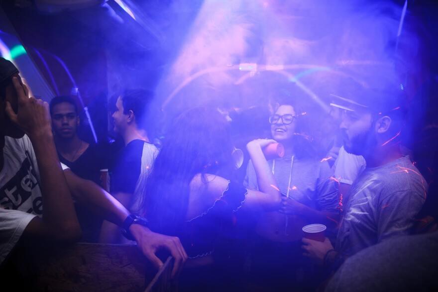 club-dance-dancer-813661.jpg