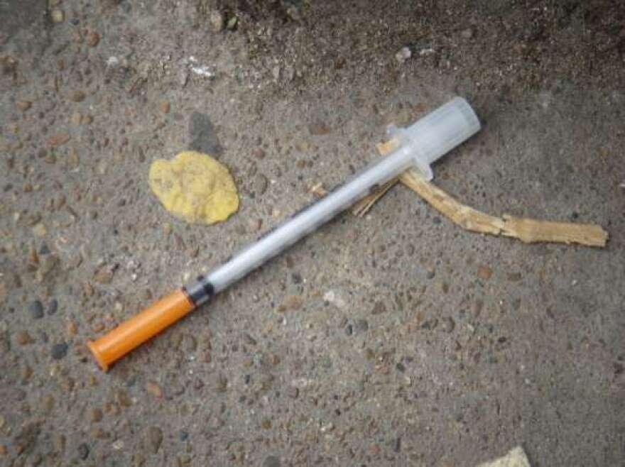 Heroin_needle_in_the_gutter.jpg