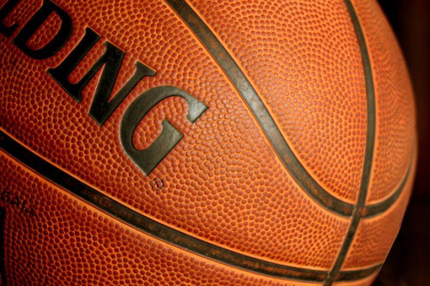 800px-Basketball_ball385428_9836.jpg