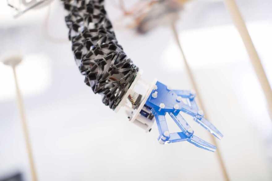 TWISTER robot arm