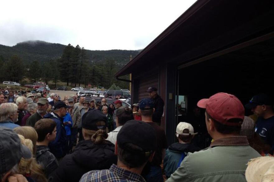 kgrimes-evacuees-meeting_09162013.jpg