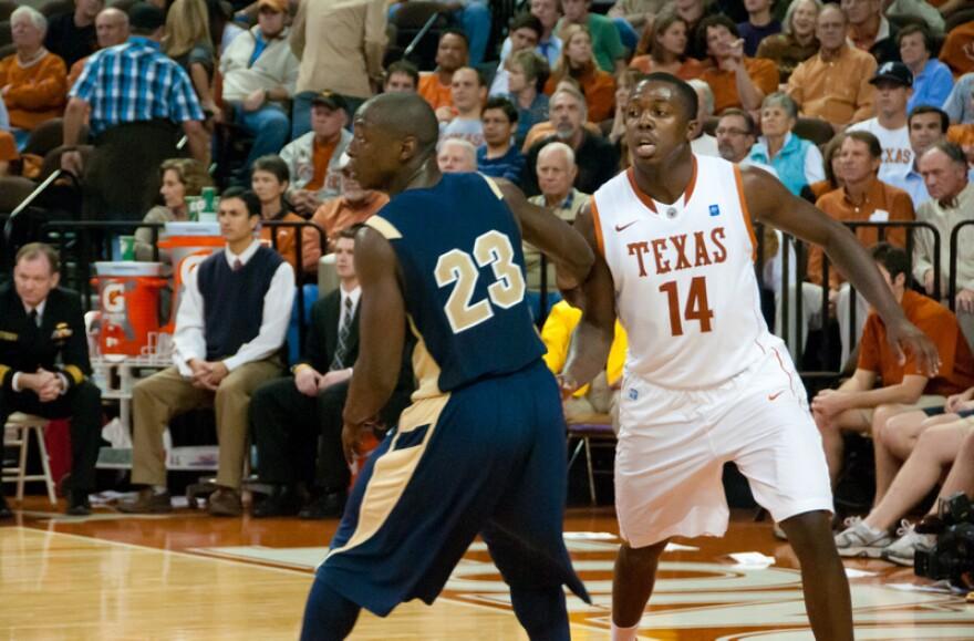 1-J'Covan_Brown_Texas_Longhorns_vs_Navy_Midshipmen_November_2010.jpg