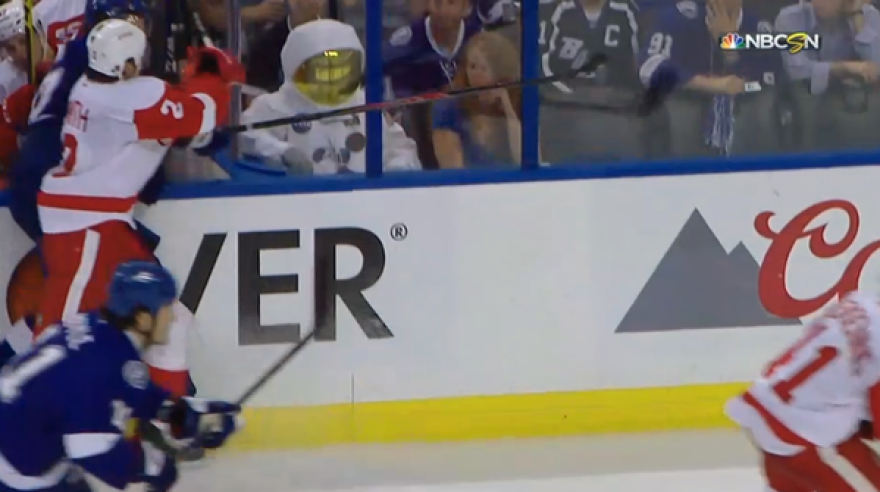 astronaut_at_lightning_game.png
