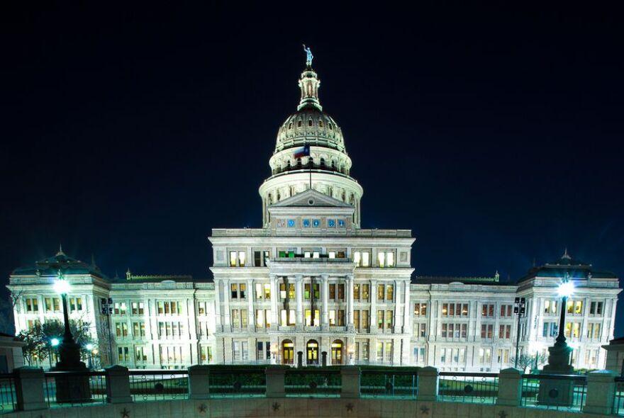 Capitol_at_night_BD_TT.jpg