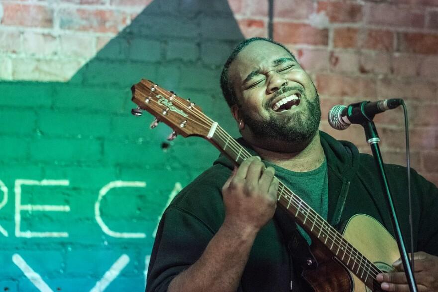 musician_guitar_singer.jpg