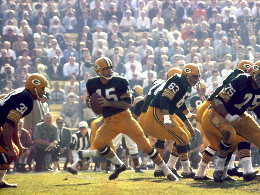 Green Bay Packers Hall of Fame quarterback Bart Starr (15) drops back to pass during Super Bowl I on Jan. 15, 1967. Starr, who died Sunday, had been in poor health since a 2014 stroke.