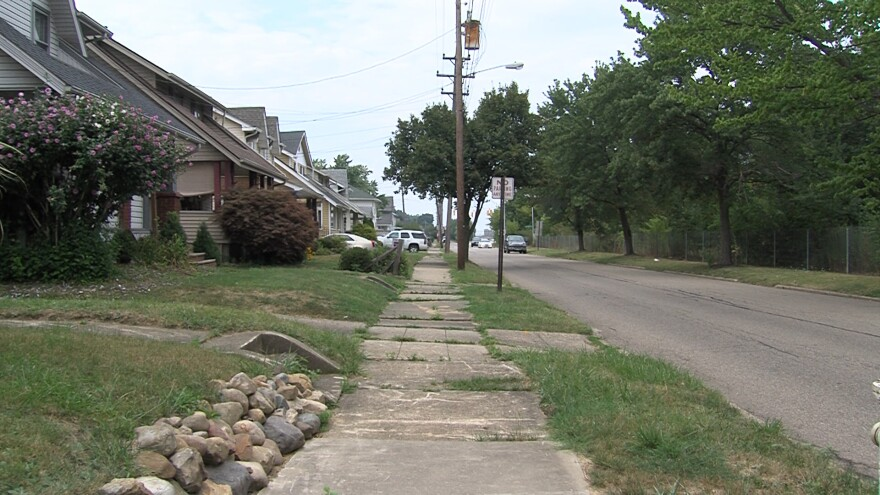 photo of Akron neighborhood next to I-77