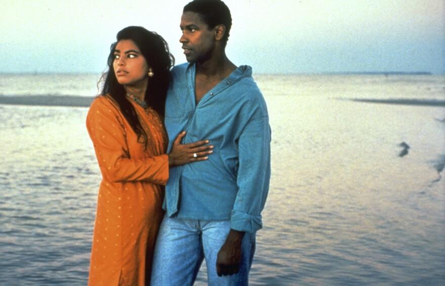 Denzel Washington and Sarita Choudhury in <em>Mississippi Masala</em>, 1991.