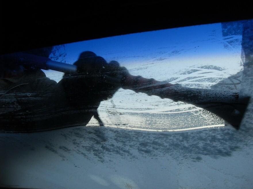 frost_car_windshield.jpg